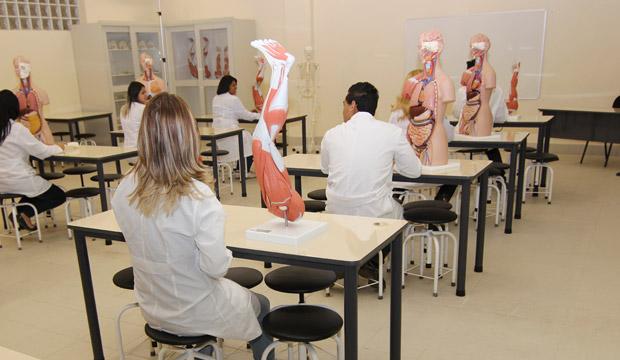 farmaciaFoto-2-Laboratorio-de-Anatomia